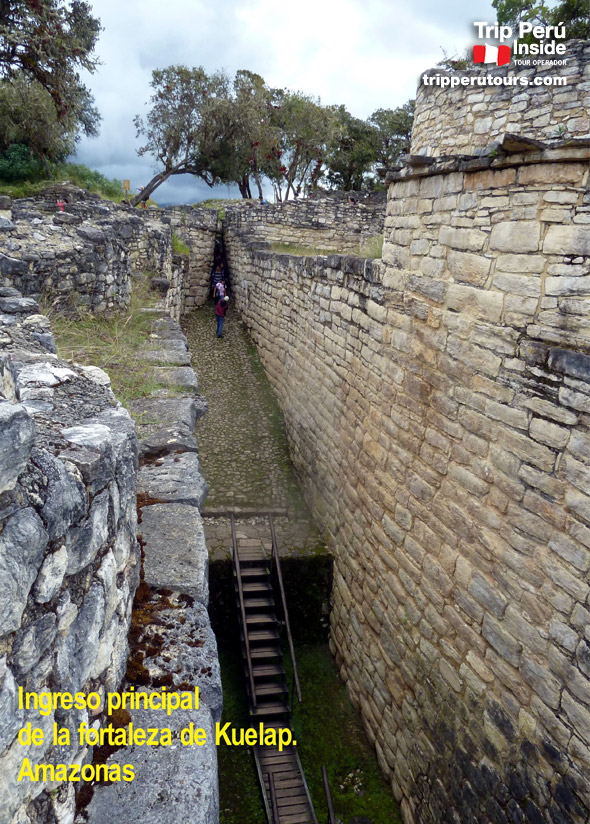 kuelap-escalinata